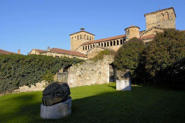 Magnifique ville médiévale située sur la route nord du Chemin de Saint-Jacques