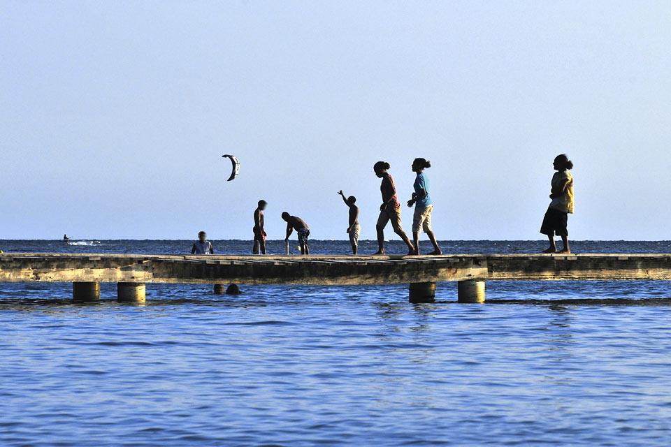 Nouméa est une ville ouverte sur l'océan, on y pêche, s'y baigne, le contemple...