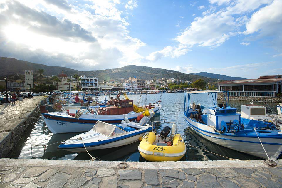 Nach einem Spaziergang entlang des Meeresufers kann man anschließend in den lokalen Terassenrestaurants einkehren.