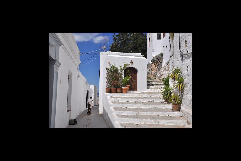 La città è costituita da un complesso di case dalle mura intonacate di bianco.