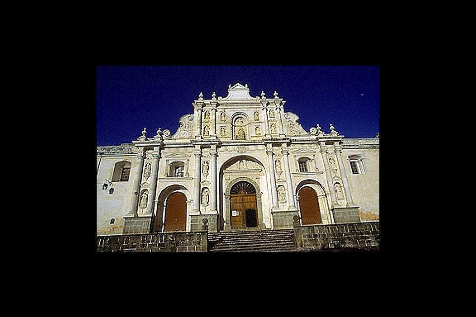 Antigua es famosa por el barroquismo de su arquitectura colonial.