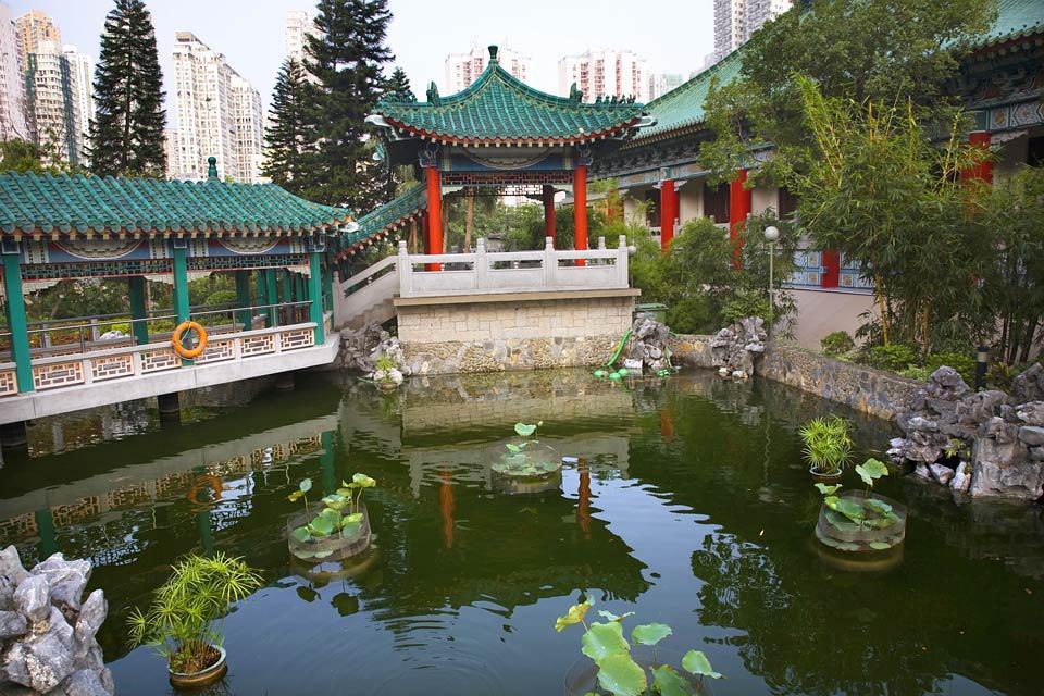 Ce temple taoïste très populaire accueille de nombreux visiteurs en partie parce qu'on peut y exaucer des voeux.