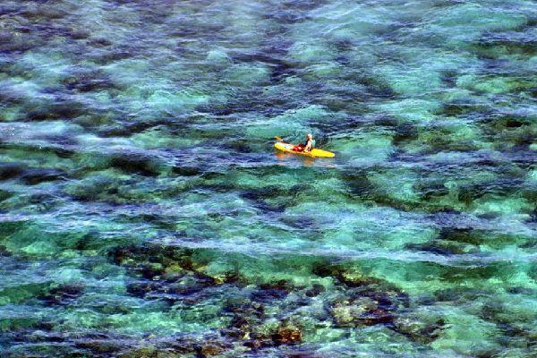 Situata a sud dell'isola, intorno all'aeroporto internazionale,  Jimbaran è caratterizzate da una forte concentrazione di hotel. La località, che si affaccia su una grande baia, possiede hotel di livello piuttosto alto ed è famosa per i numerosi ristoranti di frutti di mare situati direttamente sulla spiaggia. ...