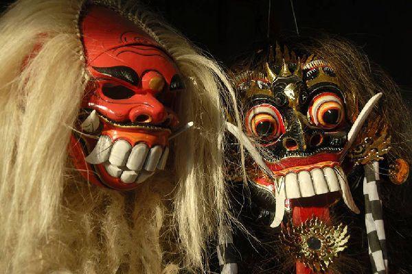 I miti e le leggende balinesi sono il pretesto per dare libera espressione alla creatività; è il caso ad esempio di queste maschere da rappresentazione.