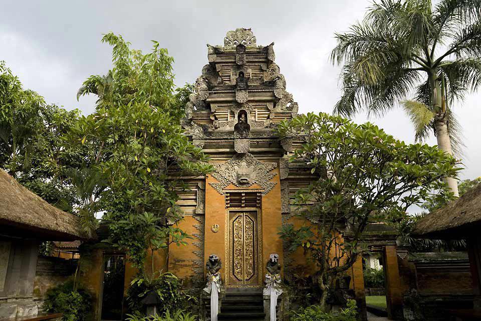 Situata diversi chilometri a nord di Denpasar, Ubud è la capitale culturale dell'isola.