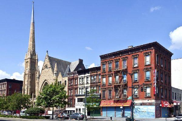 Uptown bezeichnet das Viertel im Norden der 59. Straße und umfasst Upper East Side, Upper West Side, Central Park und Harlem.