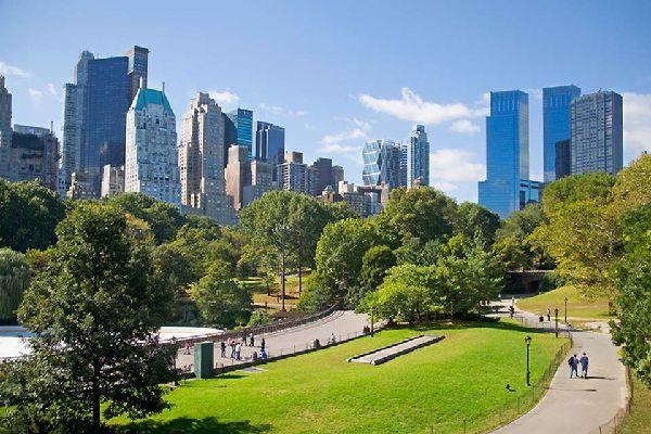 Central Park ist zweifellos der bekannteste Park der Welt. Er ist das ganze Jahr über geöffnet und frei zugänglich.