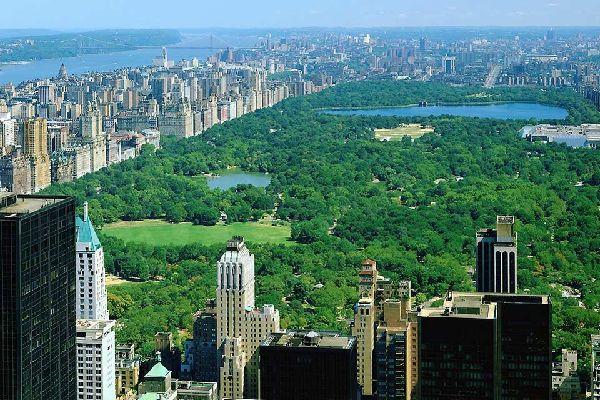 """Der """"Reservoir""""-See im hintersten Teil des Parks wurde nach der Ehefrau des Präsidenten Kennedy benannt."""