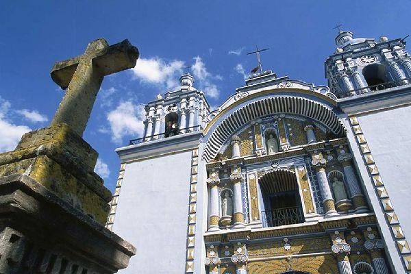 Le numerose chiese e costruzioni barocche attirano un discreto numero di turisti.