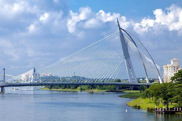 Putrajaya es a la vez una ciudad y un territorio federal.