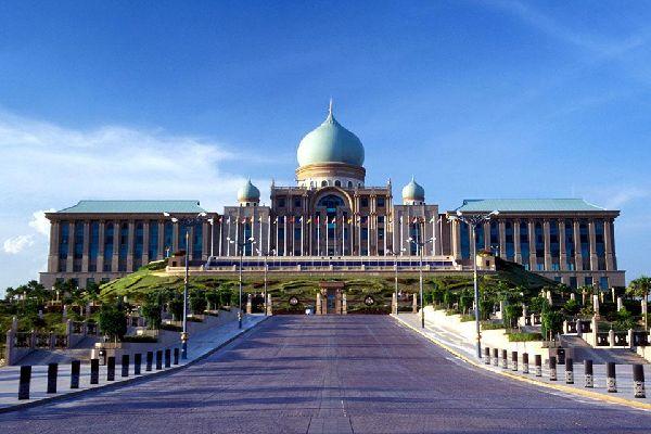 La construcción de este edificio duró dos años y se llevó a cabo de 1997 a 1999.
