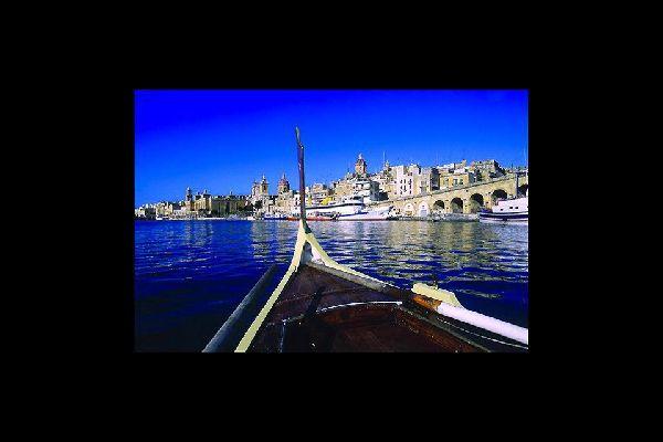 Città fortificata, a piombo sul mare, è la capitale di Malta