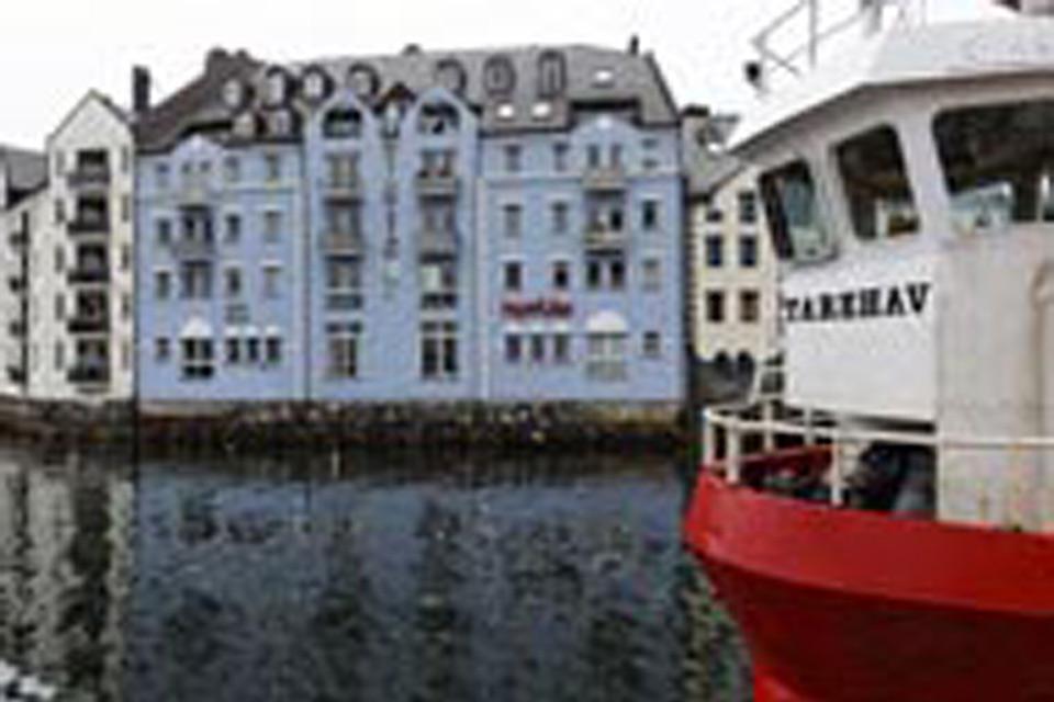 Alesund ist Anlegestelle der berühmten Hurtigruten aus Norwegen