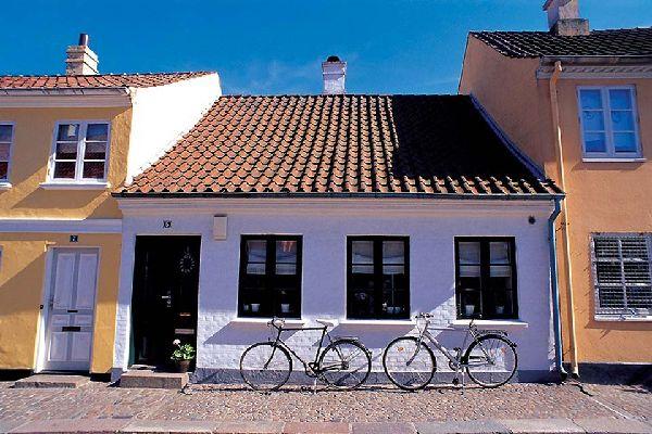El obispado y la universidad del sur de Dinamarca están en Odense.