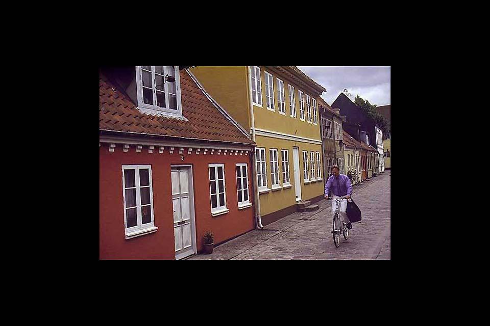 La circolazione a Odense è piuttosto tranquilla. I pedoni non hanno da temere.