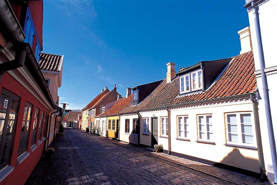 Odense non si trova proprio sul lungomare, ma la città è comunque bagnata dall'acqua.