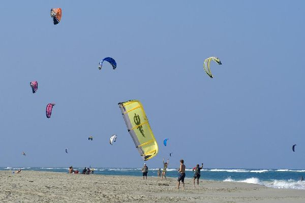 A true paradise for board sports enthusiasts, it attracts surfers, kite-surfers, and windsurfers in droves.