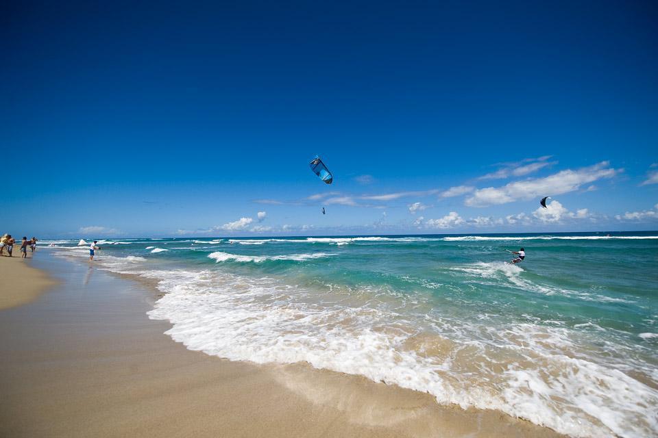 Cabarete si trova 18 km ad est di Sosua sulla costa nord, chiamata anche costa d'Ambra.