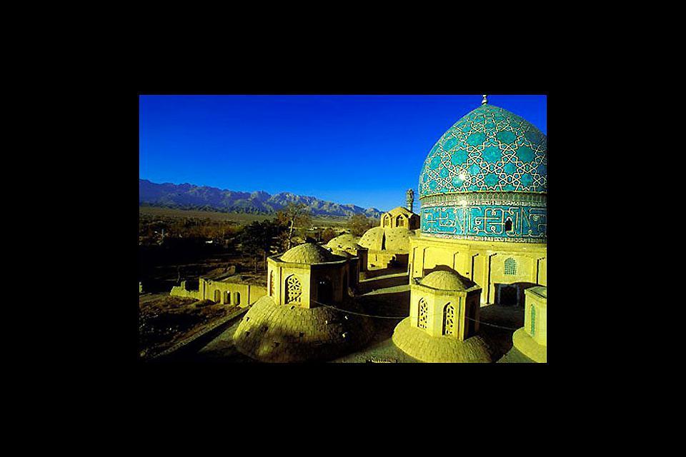 Mashhad ist das wichtigste Wallfahrtszentrum des Iran: Hier befindet sich der Imam-Reza-Schrein, eines der schönsten Bauwerke der islamischen Architektur.