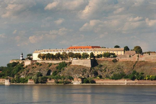 Au nord du pays, Novi Sad est un centre important de la culture serbe. Aujourd'hui, « l'Athènes serbe » accueille de nombreux festivals.