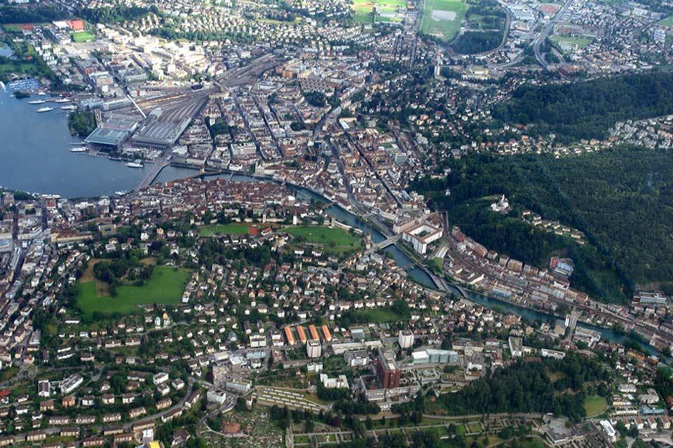 Lucerna è la città capoluogo del cantone omonimo. La città conta circa 80.000 abitanti.