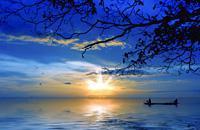 Per alcuni 'le Maldive della Thailandia', per altri 'il Paradiso Orientale dell'Est', con i suoi 429 km², Koh Chang è la seconda isola più grande della Thailandia. Situata ad est del paese, vi si accede facilmente in traghetto, aereo o auto.  Con più di 5.000 residenti permanenti, l'isola è poco popolata. Il suo nome deriva dal suo promontorio a forma di elefante. Famosa per essere una delle isole ...
