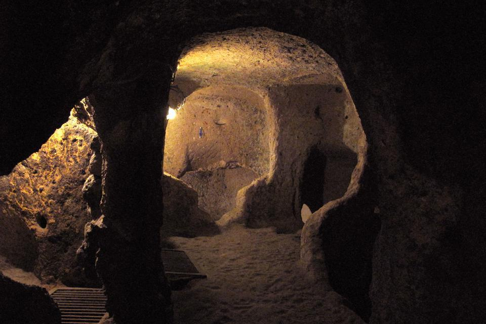 The underground city of Kaymakli spreads out over several miles. Kitchens, cellars and stables made it possible for the people to live self-sufficiently for several months.