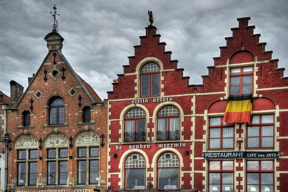 """Le case anseatiche di Bruges conferiscono un fascino unico alla """"Venezia del Nord""""."""