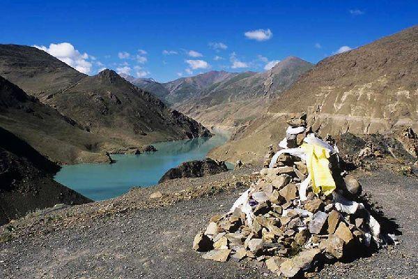 Gyantse se trouve historiquement le long de la route caravanière vers le Bhutan et la région du Sikkim, centre de la domination anglaise au Tibet.