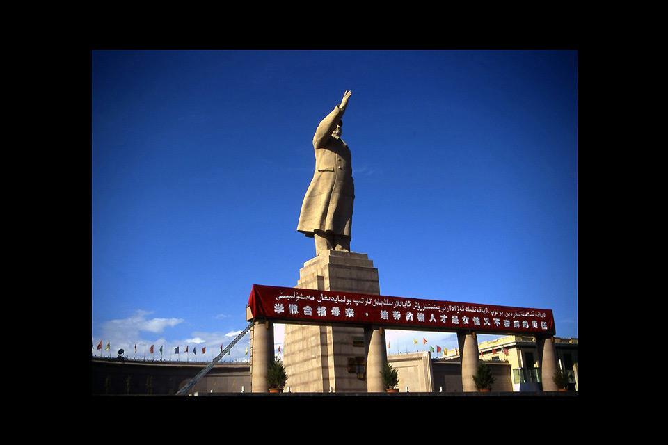 Cette statue de 18 m érigée en hommage à Mao Zedong est l'une des dernières de cette envergure restantes en Chine.