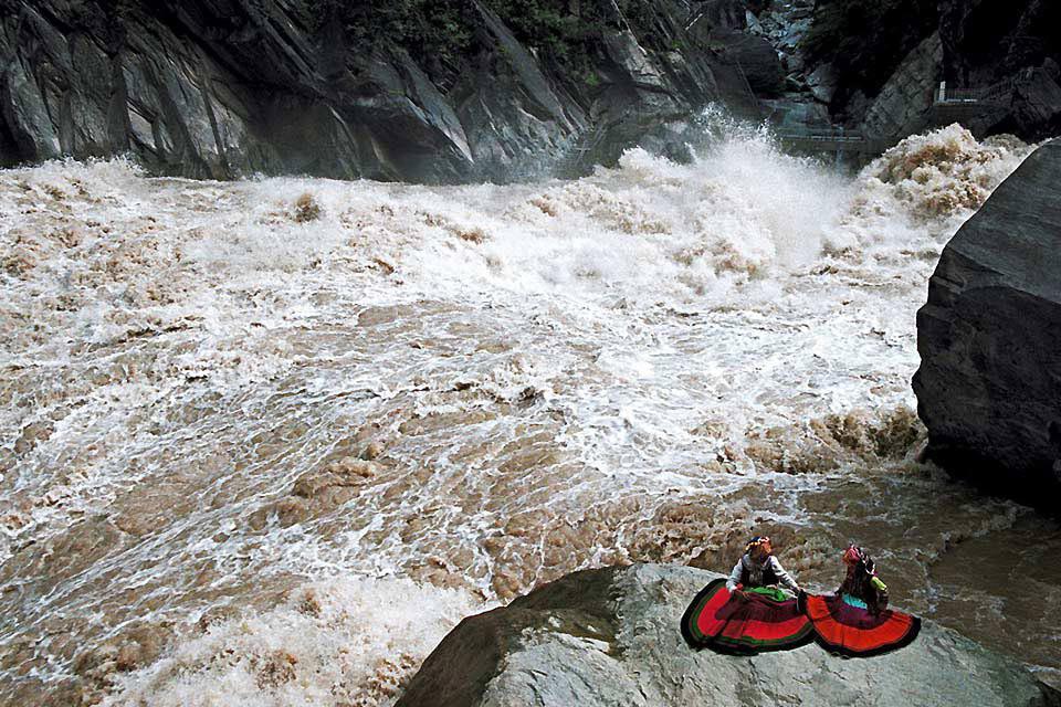 Les gorges du saut du tigre sont un canyon sur le fleuve Yangzi. On peut y admirer d'impressionnantes falaises.
