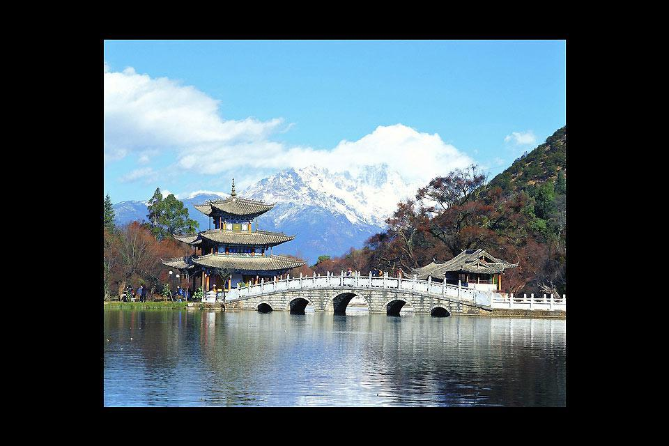 At 2,400m in altitude, Lijiang is populated with Tibetans.