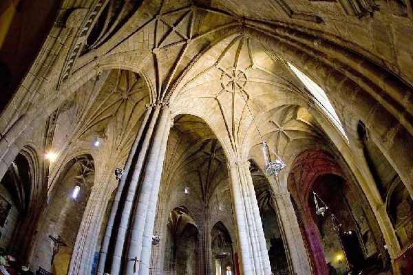 This Gothic-style 15th century construction has 3 naves with arched rib vaulting.