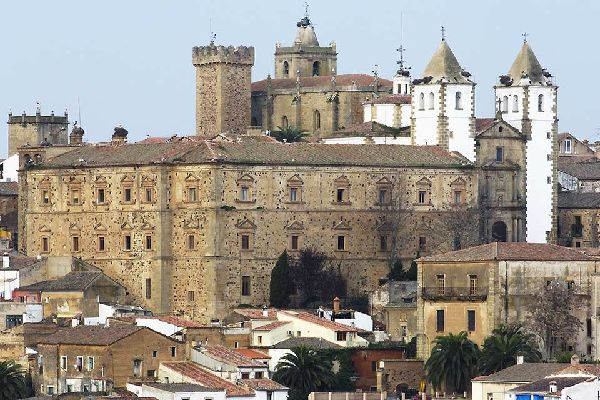 In the Old Town you will see palaces, manors and other medieval-style constructions on every corner.