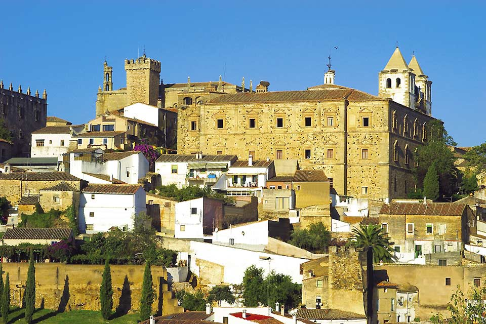 The city centre of Caceres is surrounded by walls of Arabic origin.
