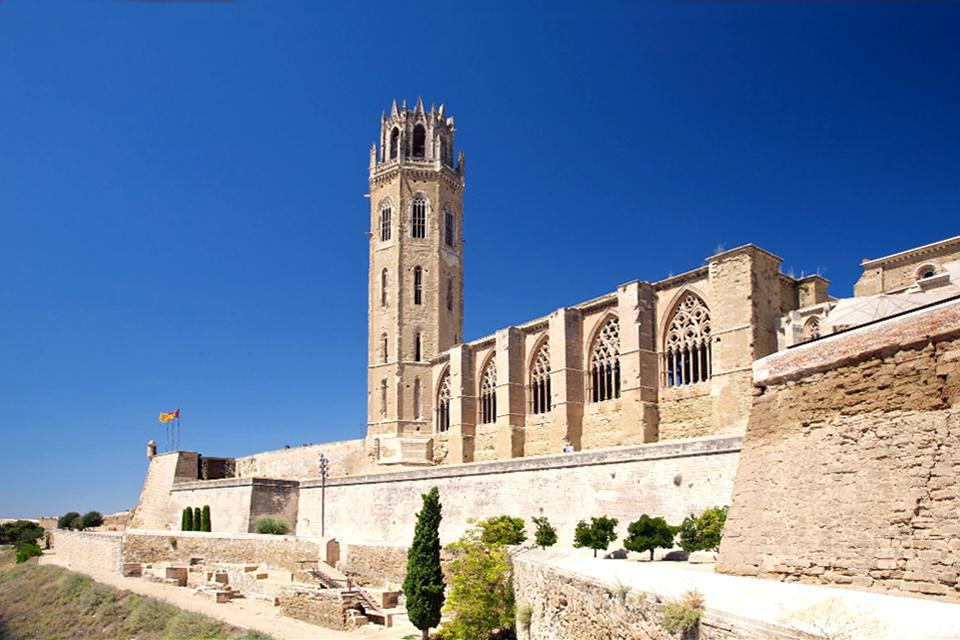 It was built at the top of Puig del Castell. It dates from the 13th century and was inspired by the Gothic period.