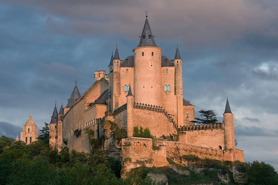 Cette forteresse fut bâtie sur un eperon rocheux au XIIème siècle, durant la domination arabe.