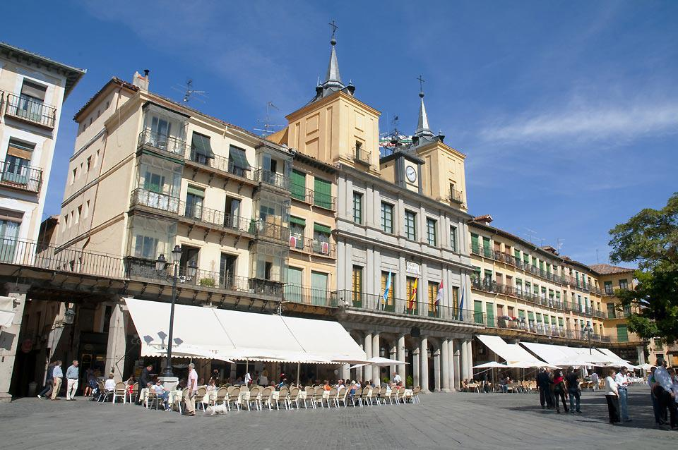 Segovia is the capital of the province of the same name. It is a major city in the autonomous community of Castille-Leon and is located around 60 miles from Madrid.