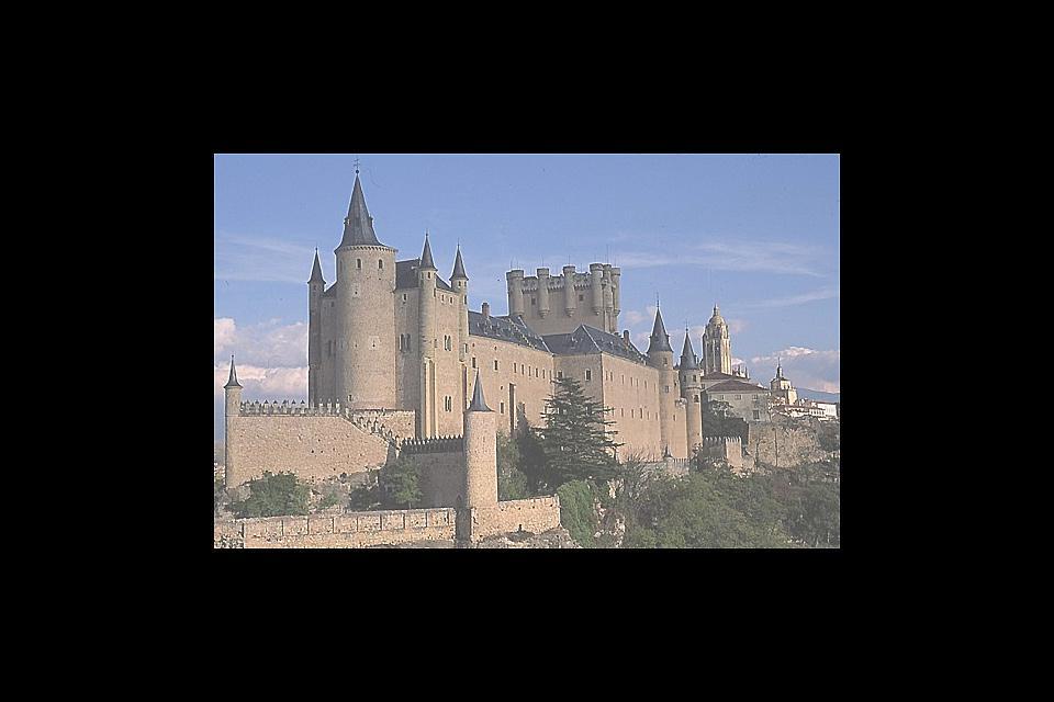 La vieille ville et l'aqueduc de Ségovie figurent parmi les sites classés au patrimoine mondial de l'UNESCO. Ségovie peut se visiter en une journée en partant de Madrid mais ceux qui prendront le temps de s'y attarder ne le regretteront pas.