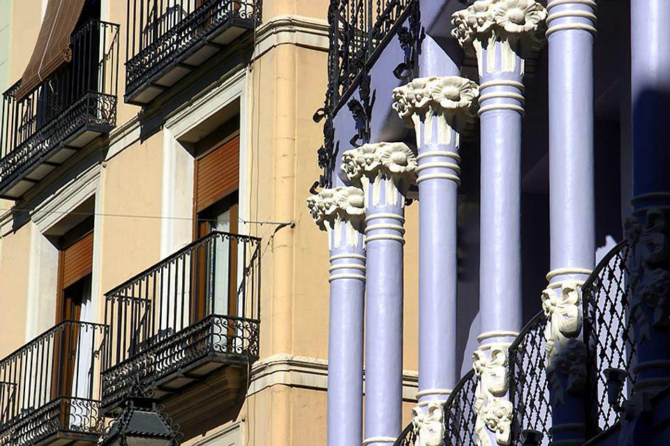 Detail of columns and terraces.