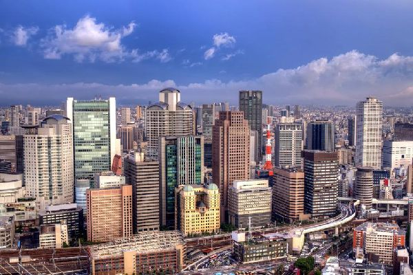Umeda is mainly comprised of large shopping centres, skyscrapers, banks, offices and hotels.