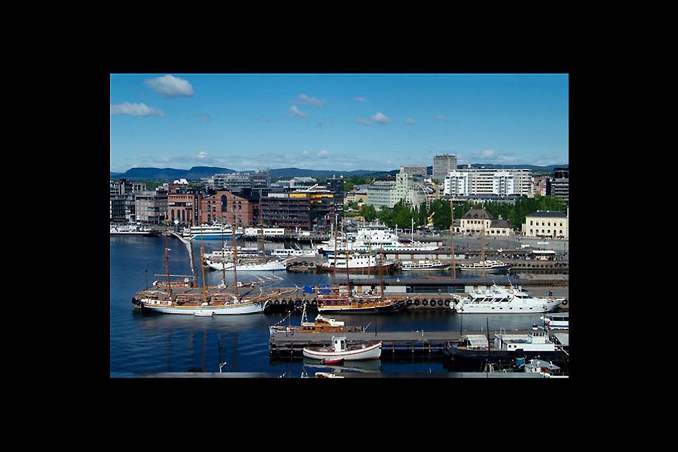 Il porto di Oslo si trova ai bordi del Oslofjorden.