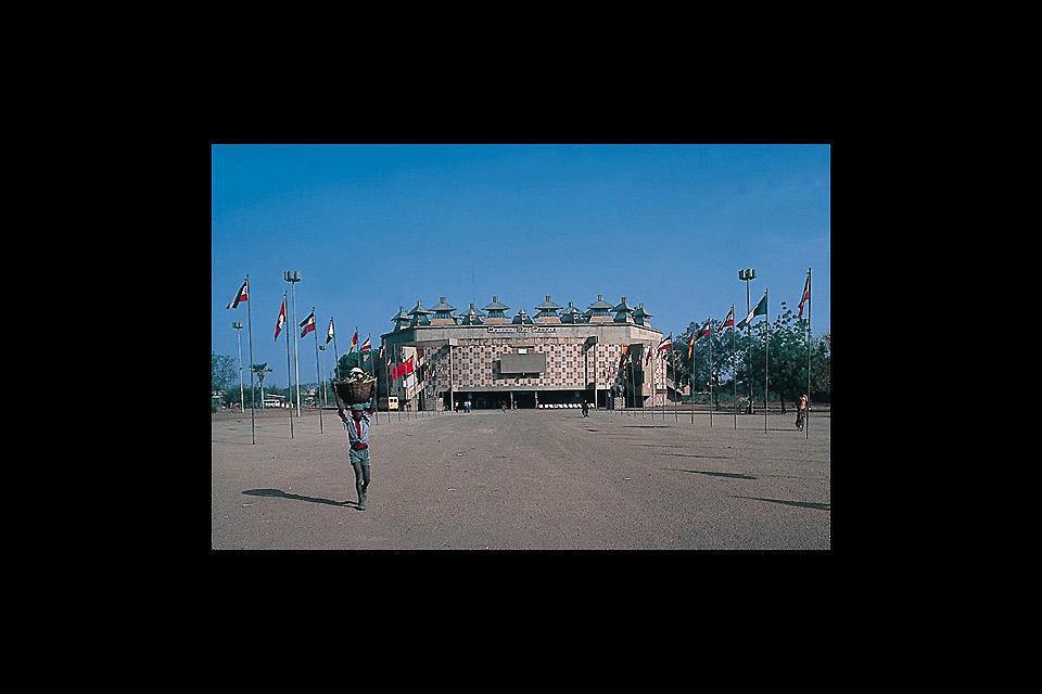 Ouagadougou est la capitale du Burkina Faso. C'est aussi le centre économique et culturel du pays.