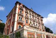 Une visite à Côme ne peut faire l'économie d'une promenade au bord du lac, bordé de villas d'époque et des monuments de la vieille ville