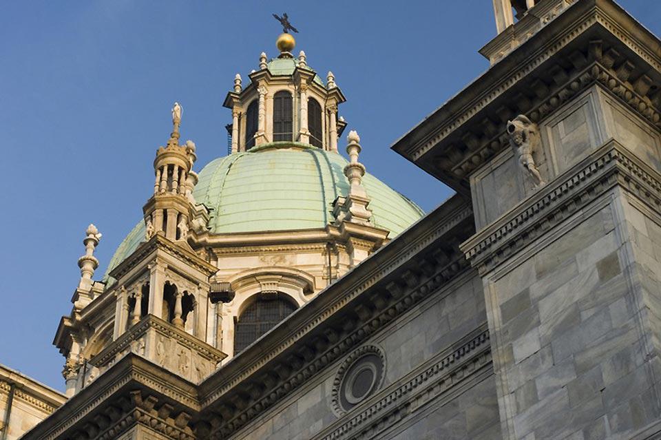 Die gotische Kathedrale von Como, die sich in der Nähe des Sees befindet, ist eines der wichtigsten Monumente Oberitaliens.