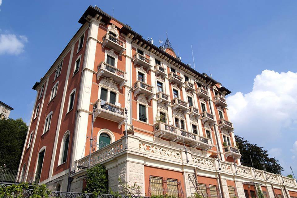 Una visita a Como non può prescindere dalla passeggiata sul lungolago, fiancheggiato da ville d'epoca e da monumenti del l'antico centro cittadino