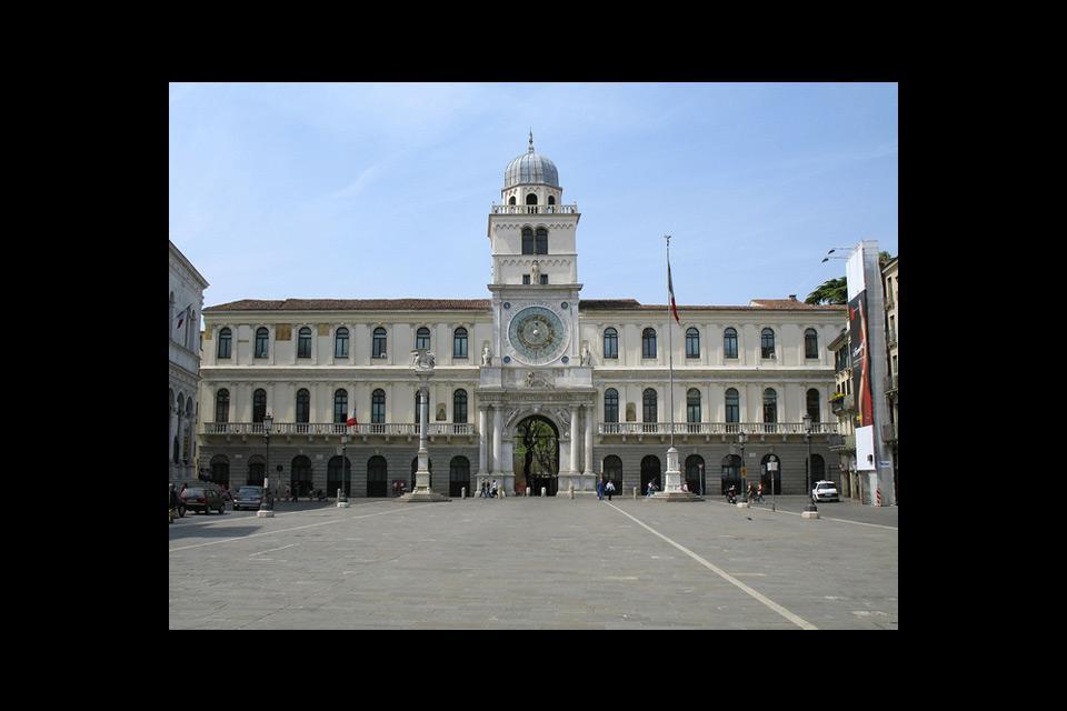 Le Palais de l'horloge, donne sur la Piazza dei Signori.