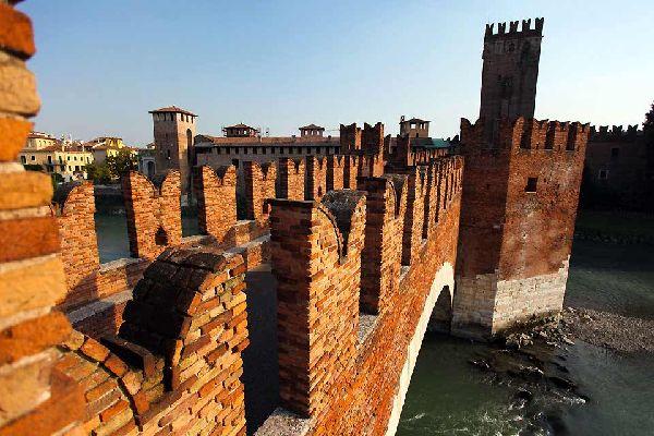 Der Inhalt wird derzeit übersetzt. Für italienischsprachige Web-Besucher gibt es die Webseite Easyvoyage auf Italienisch: Easyviaggio!...