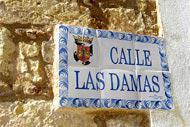 Molto ben restaurata, la prima strada del Nuovo Mondo deve il suo nome alle dame di corte che erano solite passeggiarvi.