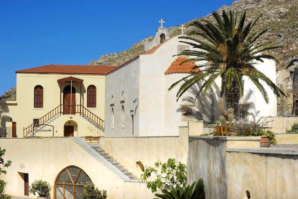 Ce beau monastère situé face à la mer conserve précieusement une relique de la Sainte Croix.  Un musée est aussi ouvert aux visiteurs.